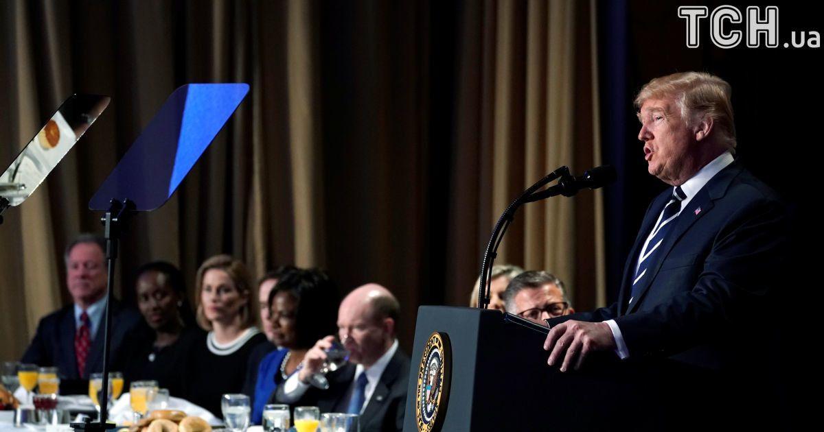 Дональд Трамп виступає перед своїми гостями. @ Reuters