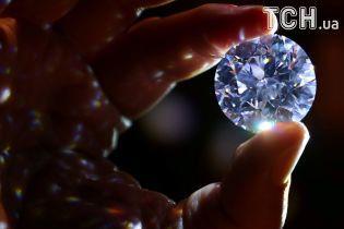 Пограбування на мільйон: біля аеропорту Парижа у сім'ї росіян викрали валізу з діамантами