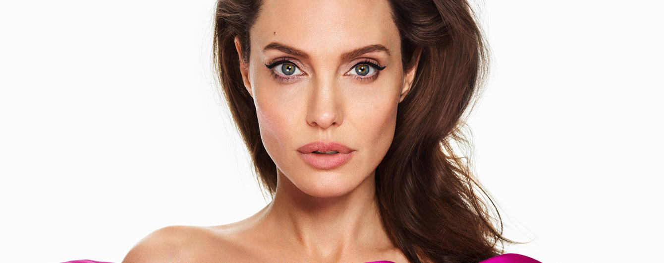 Изящная Анджелина Джоли снялась в стильной черно-белой фотосессии вместе с дочками
