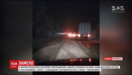 Из-за снегопада ограничили движение грузовиков в Черкасской и Винницкой