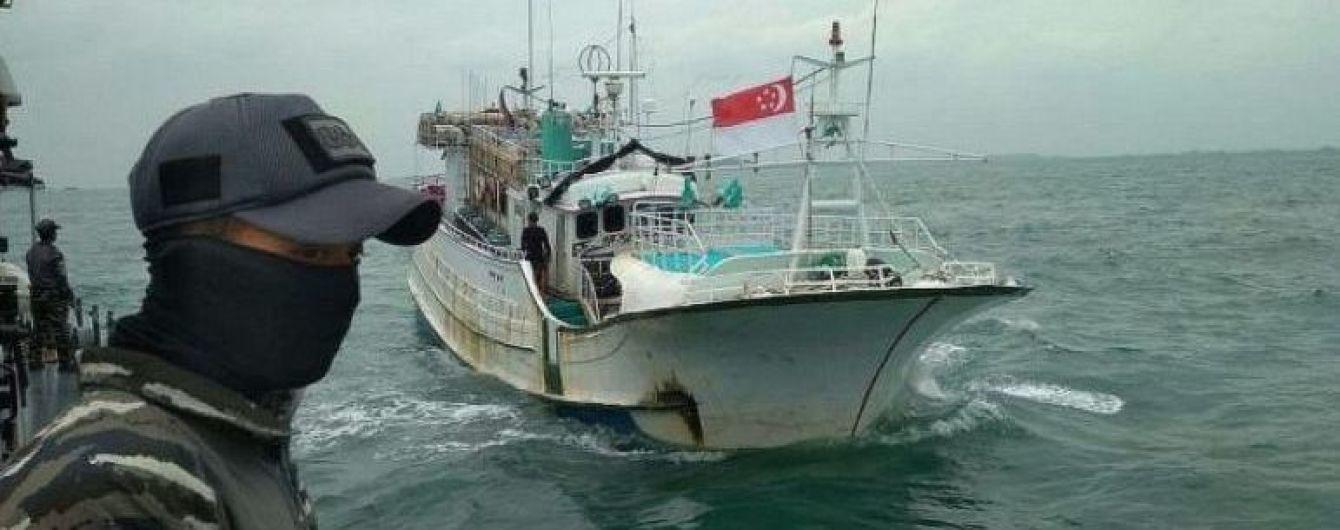 На рыбацкой лодке в Индонезии нашли тонну метамфетамина