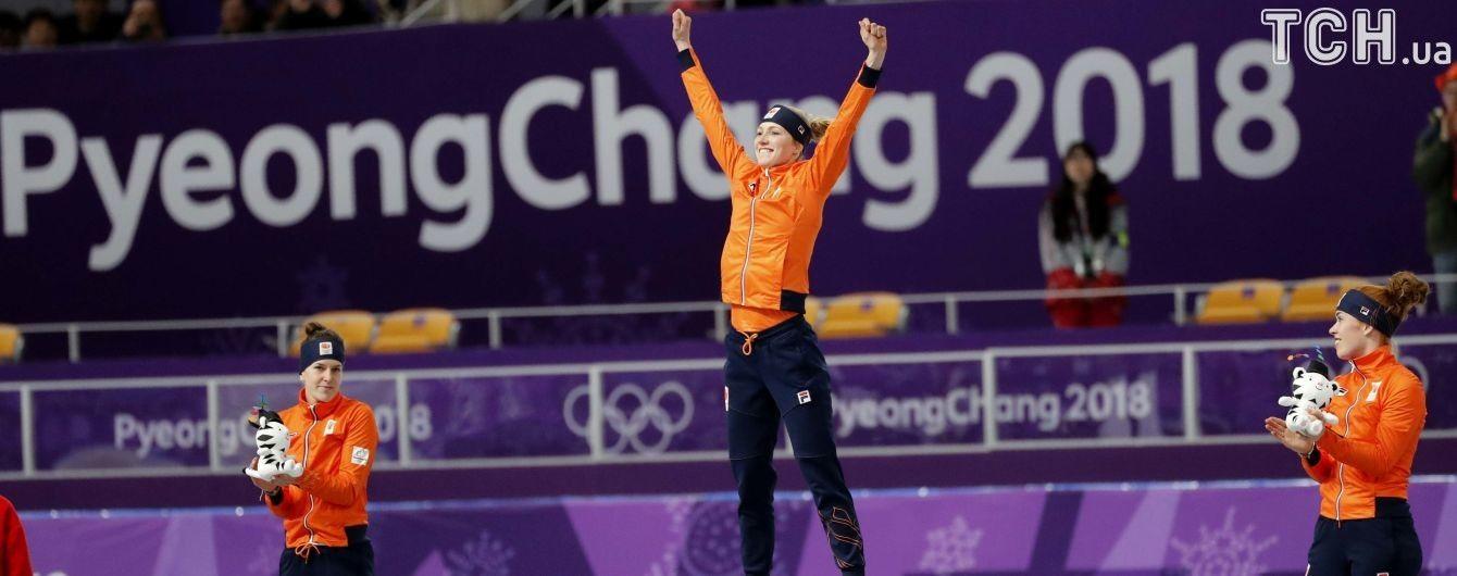 Голландский хет-трик. Девушки-конькобежцы заняли весь пьедестал на дистанции 3000 метров