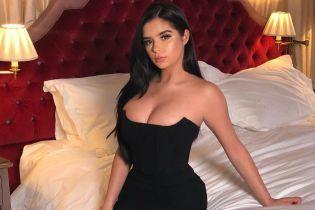 В обтягивающем платье с обнаженной спиной: сексуальный образ Деми Роуз