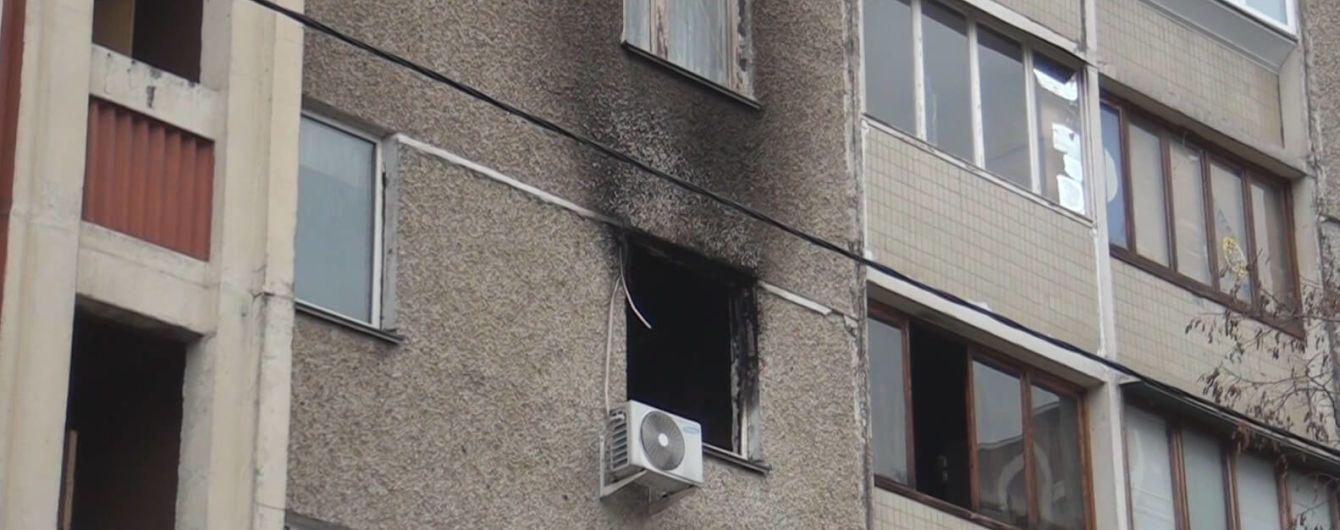 У Києві на Троєщині поліцейські врятували з охопленої димом квартири п'ятьох дітей