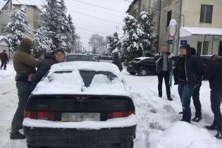 Во Львовской области СБУ на горячем задержала полицейского офицера-взяточника
