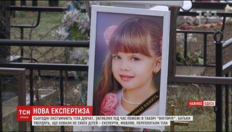 """В Одессе провели эксгумацию тел трех детей, погибших при пожаре в детском лагере """"Виктория"""""""