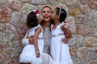 Камалія розчулила юзерів відео, де її маленька донечка співає українською