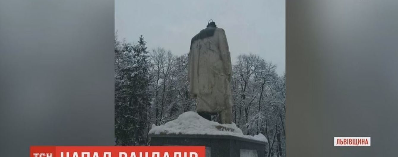 На Львівщині вандали відрізали голову пам'ятнику Шевченка