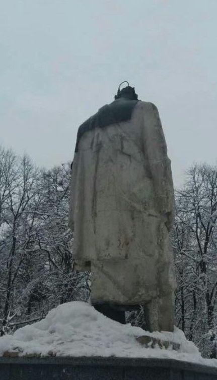 На Львівщині вандали відбили голову пам'ятнику Шевченка