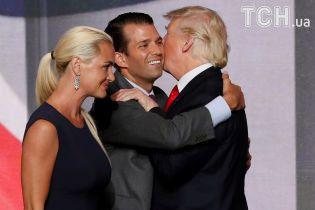 """Передаровує чужі подарунки: Трамп-молодший """"викрив"""" батька-президента в неуважності та жадібності"""