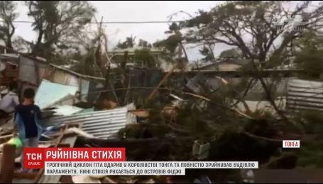Сокрушительный ураган прокатился столицей королевства Тонга