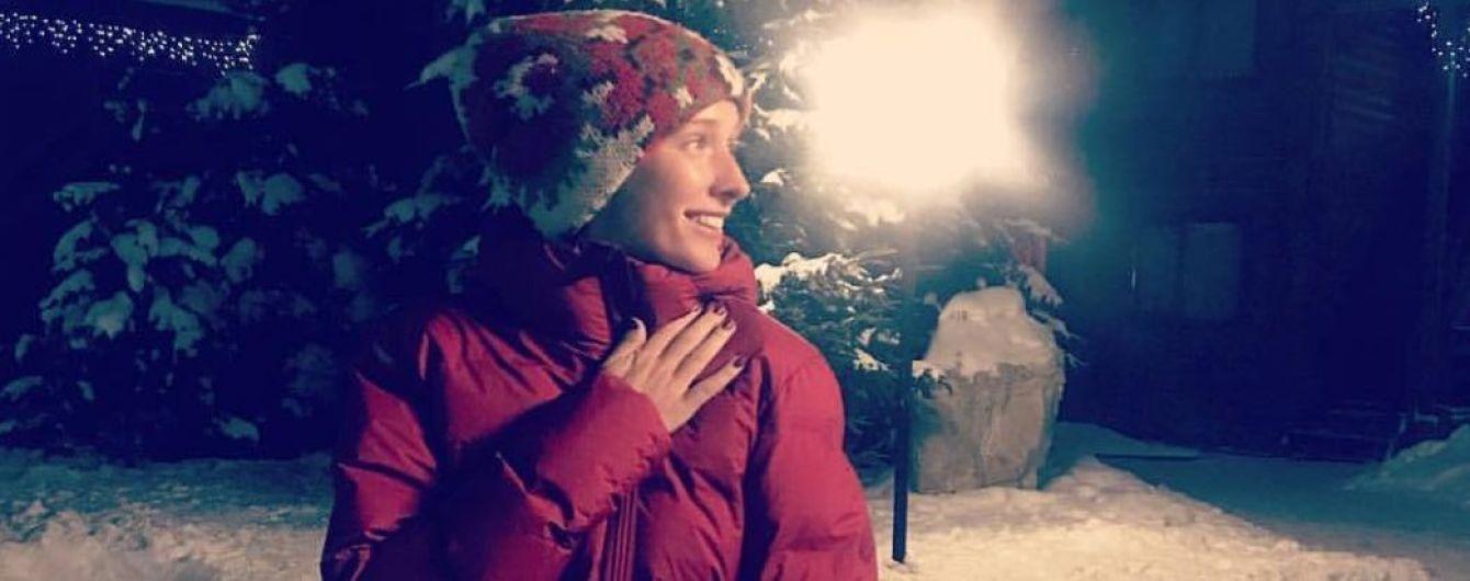 В дутой куртке и без макияжа: Катя Осадчая поделилась фото из заснеженных Карпат
