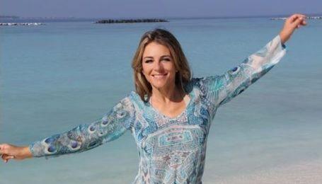 52-річна Ліз Херлі показала майже оголені груди своїм шанувальникам