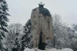 У Стрию спіймали вандалів, які відтяли голову пам'ятника Шевченку