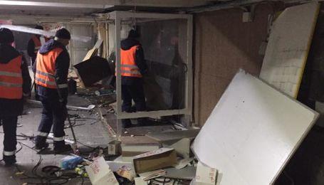 В подземном переходе на Майдане сносят МАФы. КГГА обещает ремонт
