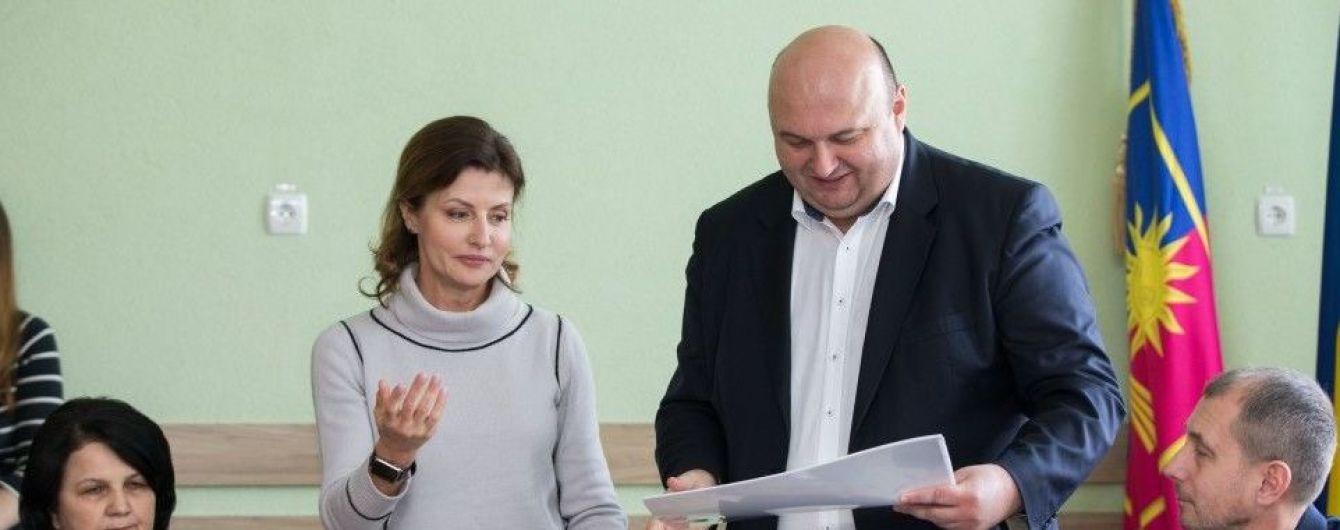 В юбке-карандаше и ботфортах: новый образ Марины Порошенко