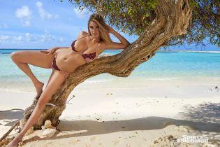 Пишні форми у відкритих купальниках: що публікує у Мережі найсексуальніша дівчина планети