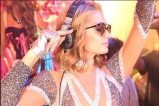 Поцелуи с женихом и безудержные танцы: Пэрис Хилтон отпраздновала день рождения