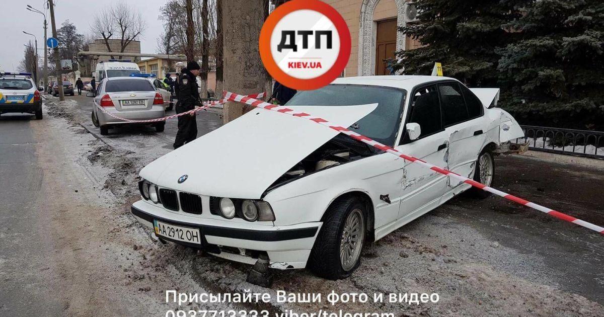 В Киеве водитель BMW на тротуаре насмерть сбил женщину