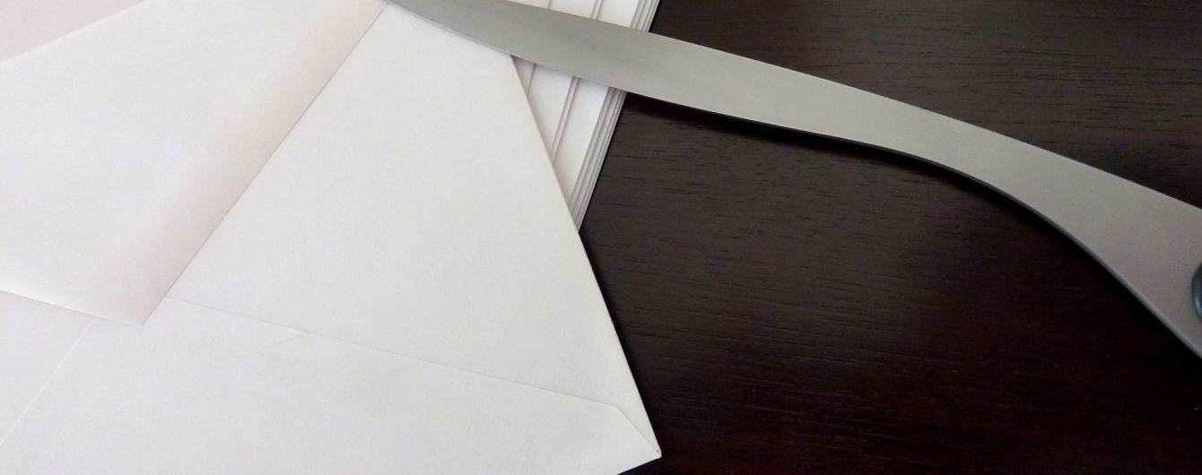 В Москве неизвестные прислали в три посольства письма с белым порошком - СМИ