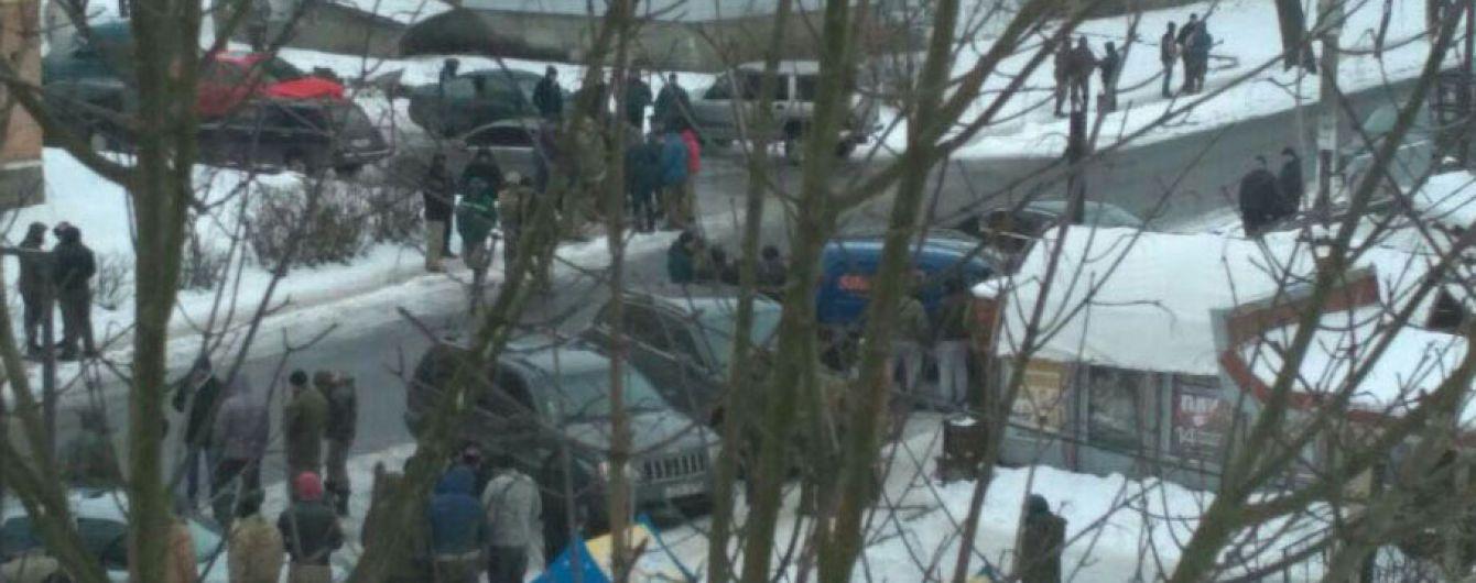 На Рівненщині дві сотні копачів напали на поліцейських з палицями, постраждали п'ятеро правоохоронців