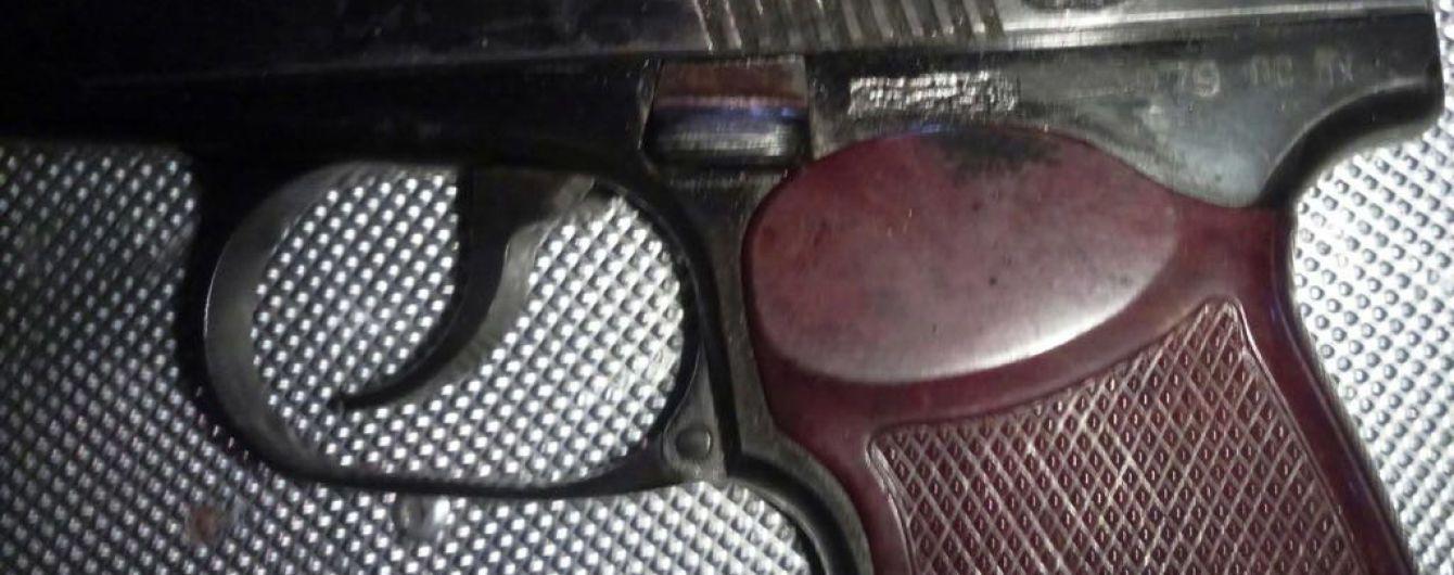 Біля наметового містечка під Верховною Радою в активістів вилучили пістолет та іншу зброю