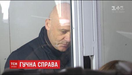 Геннадия Труханова и его заместителя отпустили на поруки народных депутатов