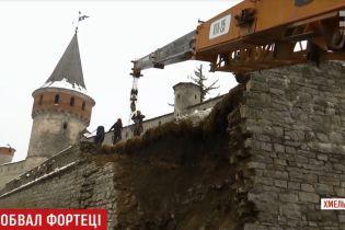 У Кам'янці-Подільському прямісінько на дорогу обрушилася стіна історичної фортеці