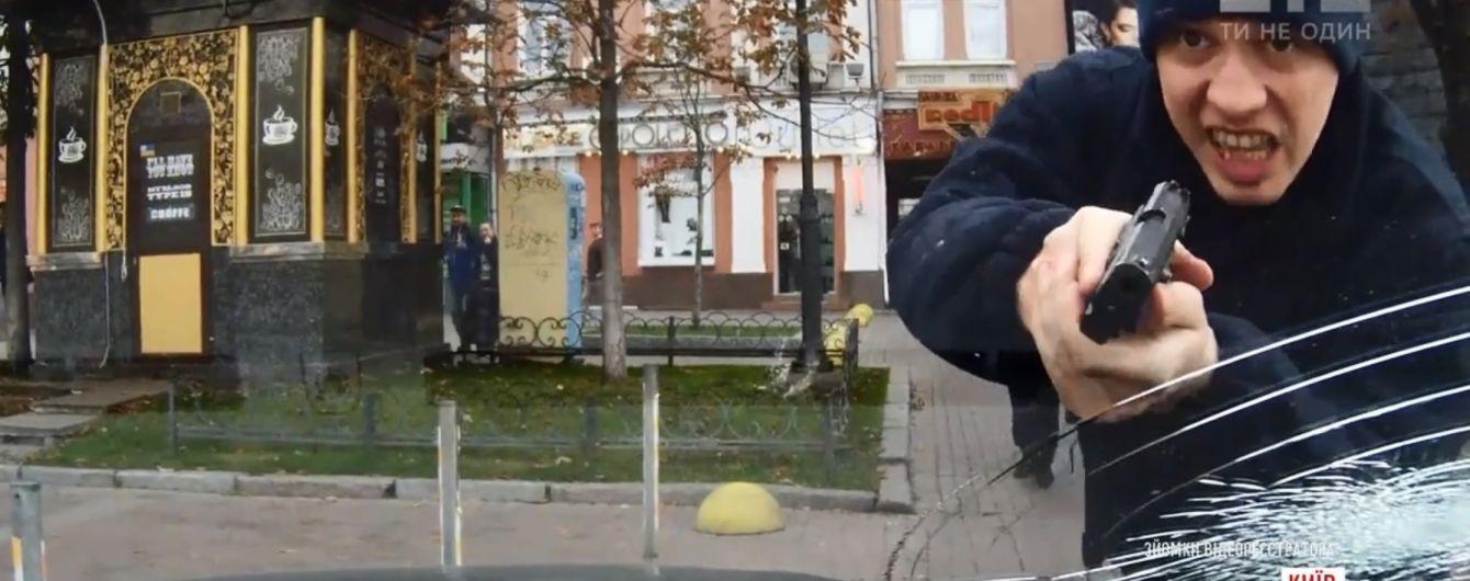 Сломанный локоть женщины и побитое на Крещатике авто: киевские копы оскандалились чрезмерным применением силы