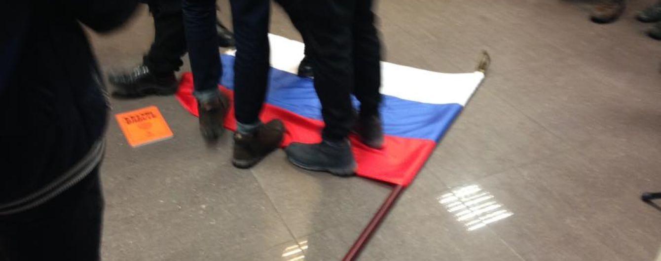 Представители С14 ворвались в здание Россотрудничества в Киеве