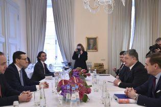 """Порошенко обговорив з прем'єром Польщі контраверсійний """"антибандерівський"""" закон"""