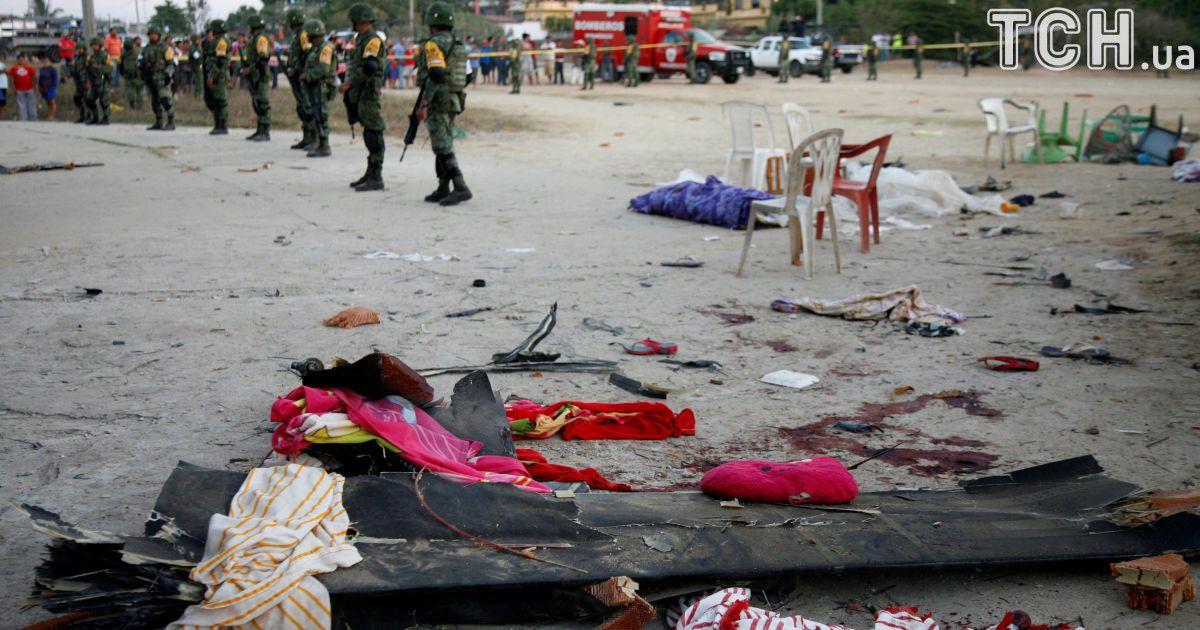 У Мексиці гелікоптер з міністром на борту, який обстежував наслідки землетрусу, впав та розчавив 13 людей