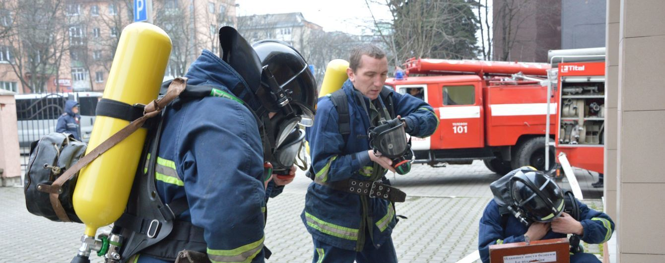 """""""Пожежна сигналізація не спрацювала, двері закриті на ключ"""". У Києві сталася пожежа в НАУ"""