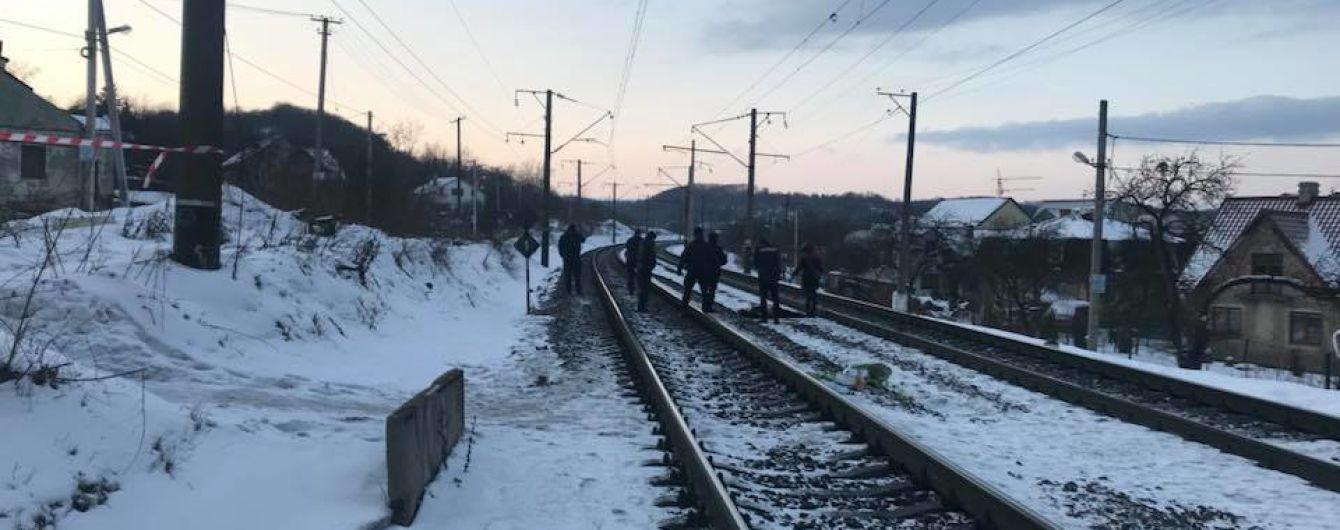Дивом вижив: у Сумах врятували чоловіка, який кинувся під потяг. ВІДЕО