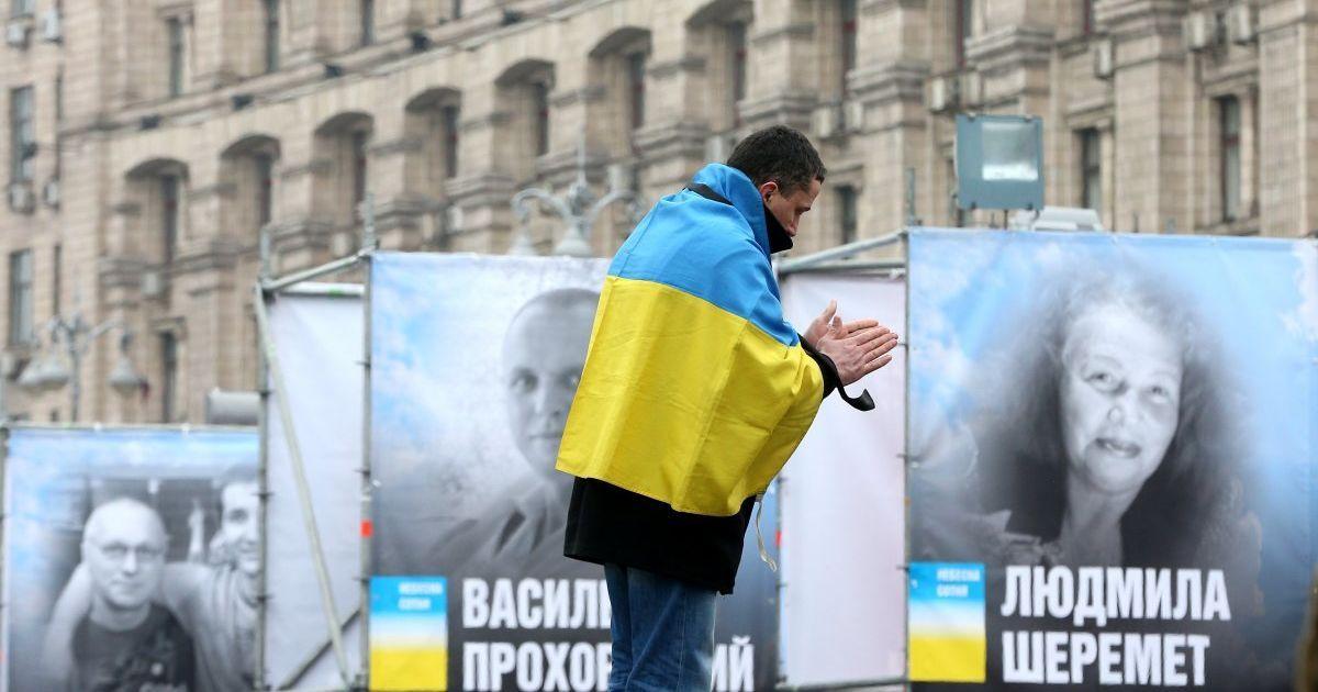 Четвертая годовщина кровавых расстрелов: в Украине чтят героев Небесной сотни