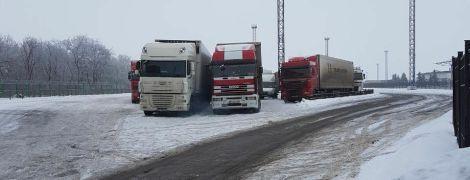 В Киев из-за снегопада закрывают въезд грузовикам - КГГА