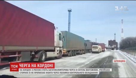 На Харьковщине сотни грузовиков остановились у границы с Россией