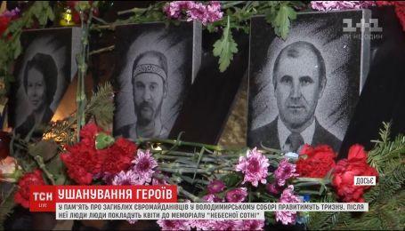 В Михайловском соборе и на Институтской состоятся молебны по погибшим майдановцам