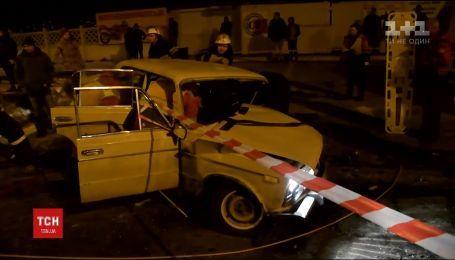 В Киеве водитель иномарки спровоцировал аварию и скрылся, оставив тяжело травмированных людей