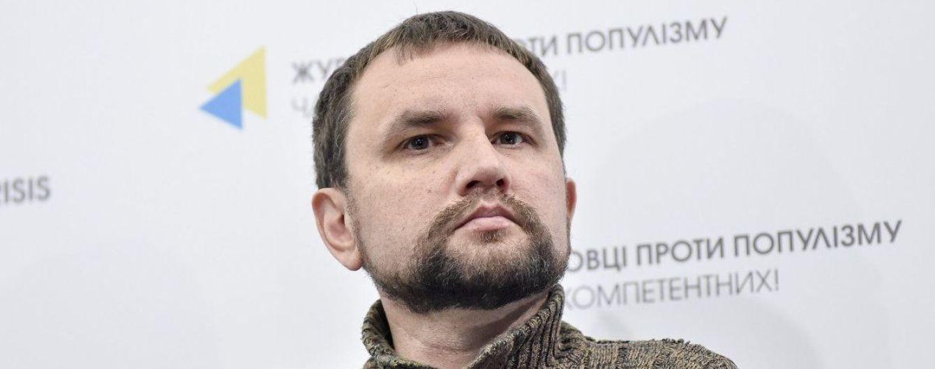Активист, который через суд пытался снять Зеленского с выборов, подал иск против Вятровича
