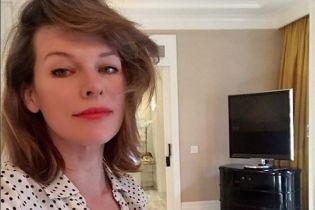 42-річна Міла Йовович показала фото без макіяжу