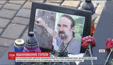 На Лычаковском кладбище во Львове отслужили панихиду за участниками революции Достоинства