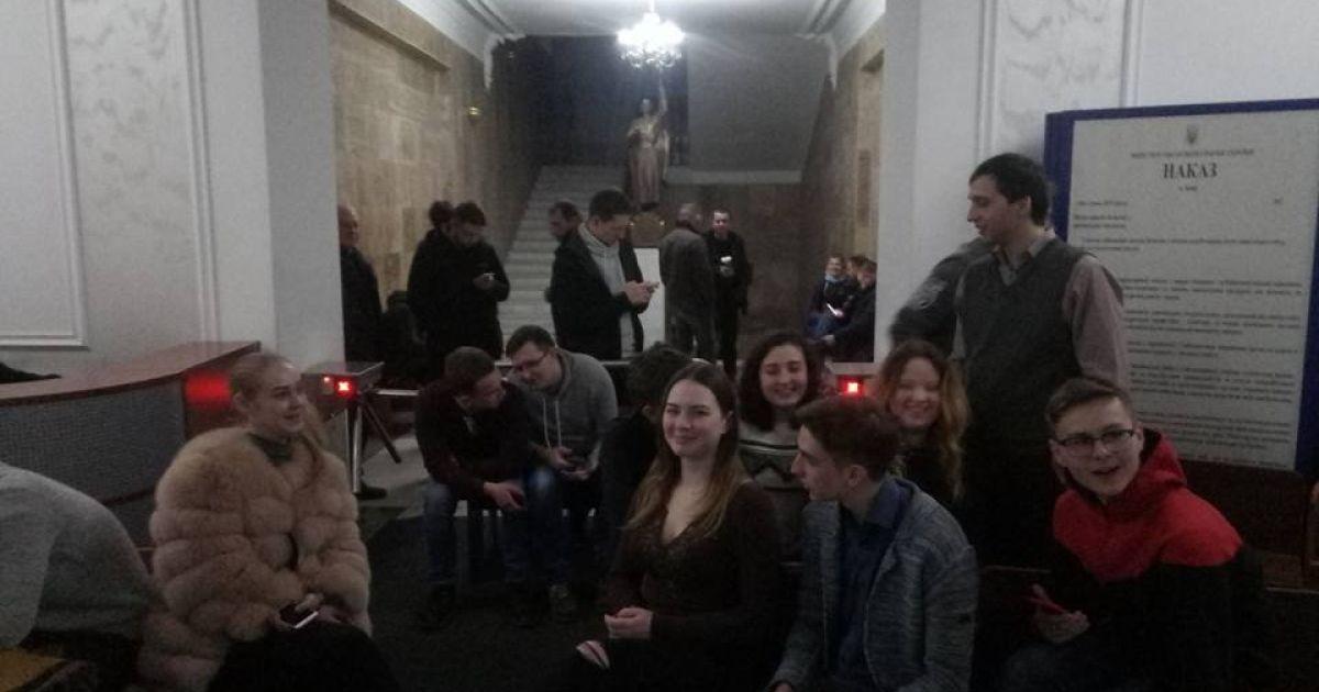 Студенты университета Богомольца заблокировали вход в здание, чтобы не допустить и.о.ректора к работе
