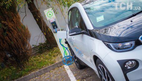 Китай змусить компанії виробляти більше електрокарів уже 2019 року
