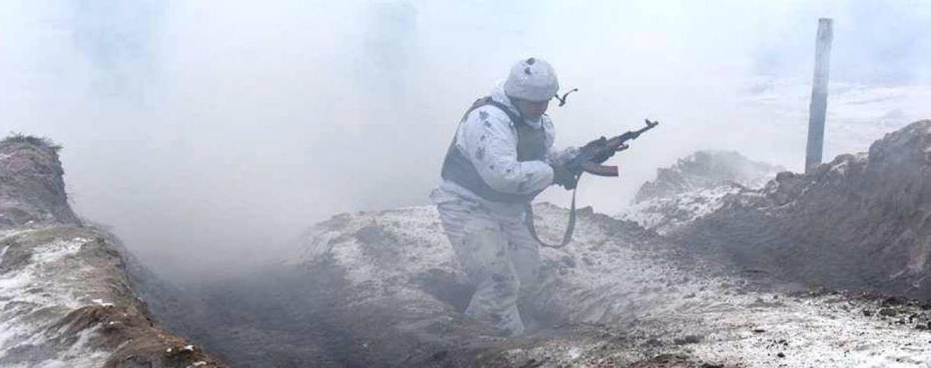Боевики четыре раза нарушили перемирие. Один военный - ранен