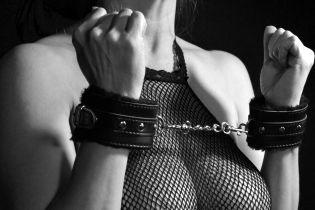 На Киевщине интернет-любовник во время сексуальных игр связал и ограбил свою партнершу