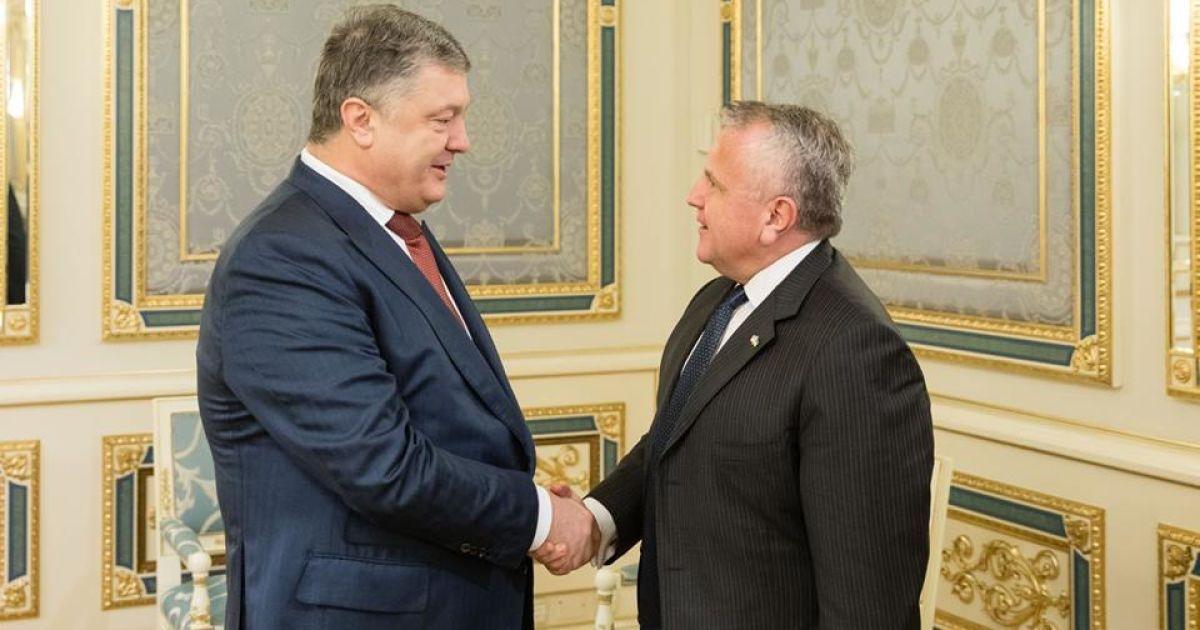 Порошенко обсудил с заместителем Тиллерсона миротворцев на Донбассе и санкции против РФ