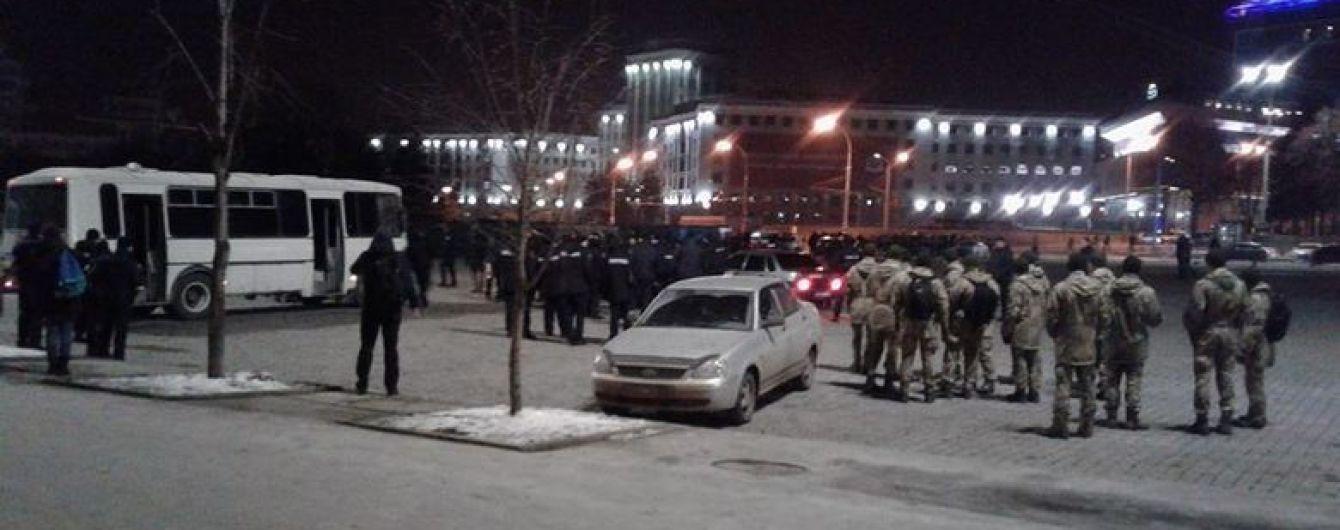 С кирпичами и палками: в Харькове украинские футбольные болельщики подрались с итальянскими