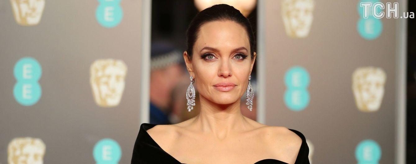 Анджелина Джоли увлеклась новым мужчиной - СМИ