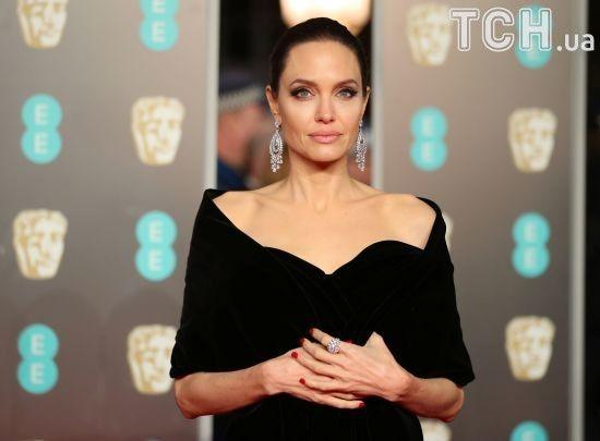 Занепокоєна Джолі змінила адвоката, щоб забрати у Пітта дітей